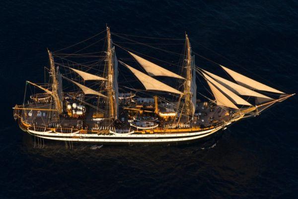 La baleniera, il piroscafo, gli scafi in legno e Nave Vespucci, al via il 6° Convegno sulle barche d'epoca